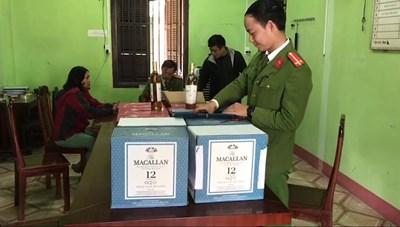 Người phụ nữ U60 mua 120 chai rượu lậu mang đi tiêu thụ