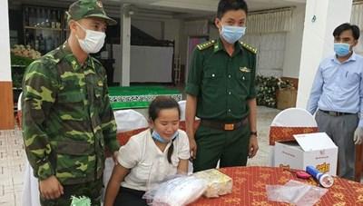 Bắt giữ 2 cô gái đang vận chuyển 4.000 viên ma tuý tổng hợp và 2kg ma tuý đá