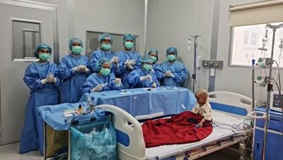 Bệnh nhi đầu tiên ở Việt Nam mắc u nguyên bào võng mạc được điều trị thành công