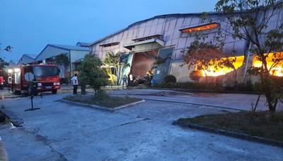 Thừa Thiên - Huế: Cháy lớn tại công ty sản xuất bao bì ở KCN Phú Bài
