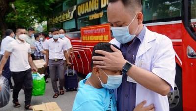 Đoàn cán bộ y tế tỉnh Thừa Thiên – Huế và Quảng Trị lên đường hỗ trợ Bình Dương chống dịch