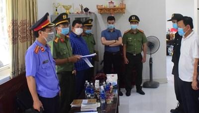 Bắt Giám đốc và Phó Giám đốc Cảng hàng không Quốc tế Phú Bài về tội tham ô tài sản