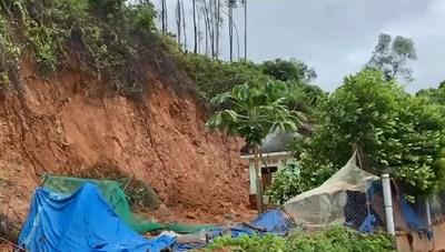 Thừa Thiên-Huế: Tập trung khắc phục sạt lở sau bão số 5