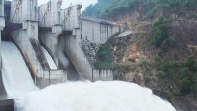 Mưa lớn kéo dài, thủy điện A Lưới phải điều tiết nước về hạ du