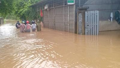 Thừa Thiên-Huế: Mưa trắng trời, nhiều nơi ngập sâu