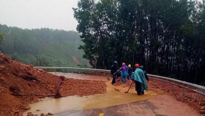 Ảnh hưởng của bão số 9, toàn huyện A Lưới bị mất điện