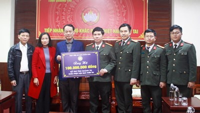 Quảng Trị: Học viện An ninh nhân dân hỗ trợ người dân khắc phục thiệt hại do bão lũ