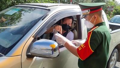 Ngày đầu Hà Nội triển khai chốt phòng dịch theo 3 vùng