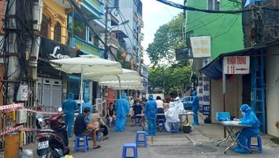 Hà Nội: Giãn cách xã hội không lo thiếu hàng, lên giá