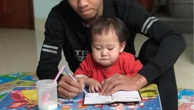 Bí thư, Chủ tịch Hà Nội khen thưởng người cứu bé gái rơi từ tầng 12A