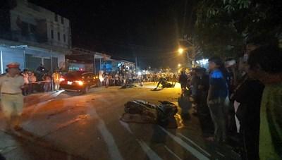 Quảng Nam: Xe ô tô tông 2 người chết, 3 người bị thương