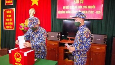 Quảng Nam: Chiến sĩ, cán bộ tàu Cảnh sát biển 8002 bầu cử sớm ở Trường Sa