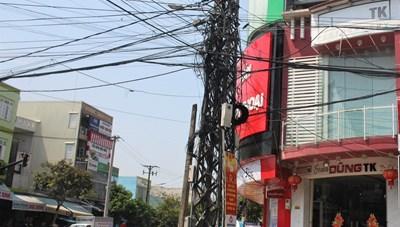 Tam Kỳ (Quảng Nam): Hiểm họa từ 'mạng nhện' dây điện, dây cáp quang