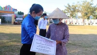 [ẢNH] Cử tri Quảng Nam thực hiện quyền công dân