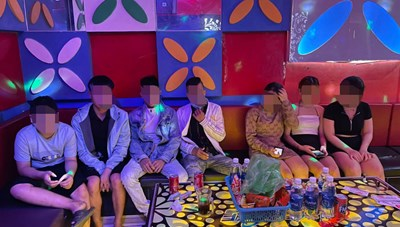 Quảng Nam: Nhóm nam thanh sử dụng ma túy trong quán karaoke