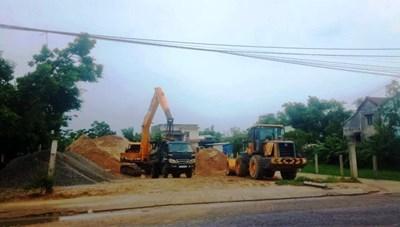 Quảng Nam: Dân 'kêu' bãi tập kết cát, sỏi sát khu dân cư, chính quyền nói 'chưa nghe'