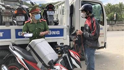 Hơn 650 người chạy xe từ vùng dịch phía nam về Quảng Ngãi