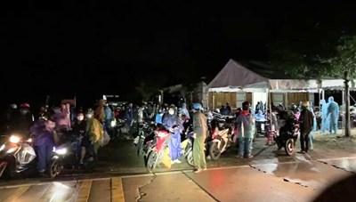Quảng Nam: CSGT dẫn đường cho đoàn xe máy từ TP HCM về quê
