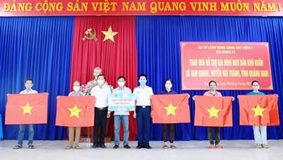 Quảng Nam: Cảnh sát biển hỗ trợ ngư dân khó khăn do dịch Covid-19