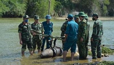 Quảng Ngãi: Tiêu hủy thành công quả bom nặng hơn 300 kg