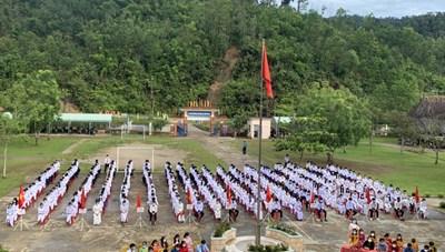 Quảng Nam: Học sinh vùng biên giới, sạt lở và rốn lũ cùng dự lễ khai giảng