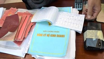 Quảng Nam: Bắt 3 đối tượng cho hơn 100 người vay nặng lãi
