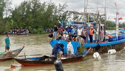 Quảng Nam: Tìm thấy thi thể 2 cha con trong vụ chìm tàu