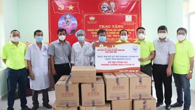 Quảng Ngãi: Trao tặng thiết bị y tế phòng, chống dịch Covid-19