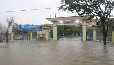 Quảng Nam, Quảng Ngãi: Mưa lớn gây ngập nặng vùng trũng thấp