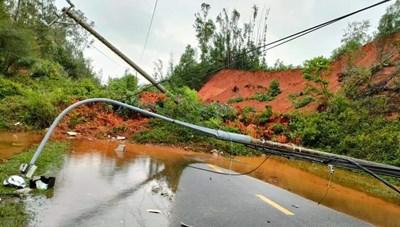 Quảng Nam: Sạt lở nghiêm trọng trên đường cao tốc và ĐT 618