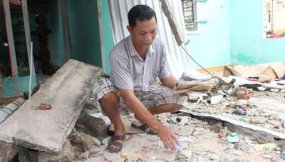 Quảng Nam, Quảng Ngãi tan hoang sau bão số 9