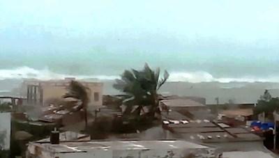 Quảng Ngãi: Lý Sơn sơ tán 1000 người do bão số 13