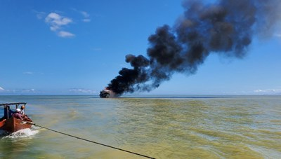 Quảng Nam: Cháy tàu chở khách, 18 người được cứu thoát an toàn