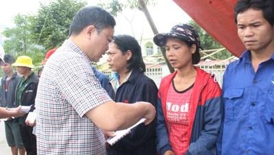 Quảng Nam: Chủ tịch tỉnh đến thăm người dân 2 xã bị cô lập vừa qua