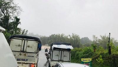 Quảng Nam: Mưa lớn chia cắt quốc lộ 40B khiến nhiều xã bị cô lập