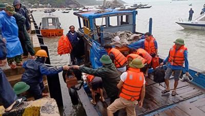 Quảng Nam: Một tàu chở 2.250 tấn xí măng bị chìm trên biển