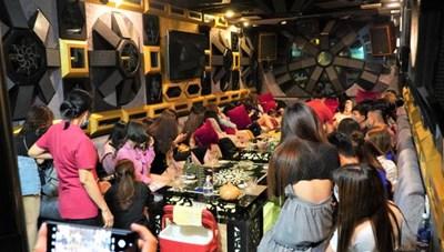 Chuyên gia Trung Quốc 'tự cách ly ở Long An' nhưng ăn nhậu ở Quận 1, TP HCM