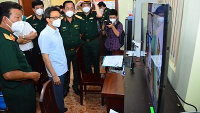 Phó Thủ tướng Vũ Đức Đam thăm và kiểm tra công tác phòng chống dịch ở Bệnh viện 175