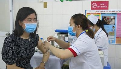 TP Hồ Chí Minh đẩy nhanh tốc độ bao phủ tiêm vaccine Covid-19