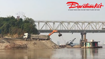 Phú Thọ: Bãi tập kết vật liệu xây dựng hoạt động trái phép dưới chân cầu Phong Châu