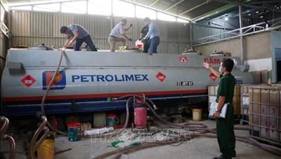 Nhức nhối nạn buôn lậu xăng dầu, tiêu thụ xăng giả: Bộ GTVT chỉ đạo 'nóng'