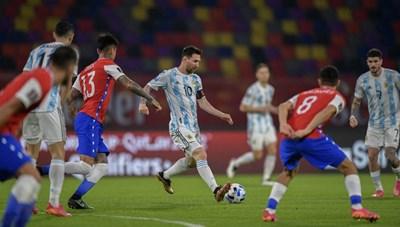Không thắng Chile, Messi vẫn ngang nhiên vượt mặt Ronaldo