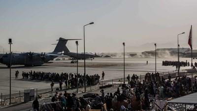 Trong những chuyến bay cuối cùng rời khỏi Afghanistan