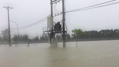 Xuất hiện vết nứt lớn trên núi, hàng ngàn người dân Hà Tĩnh phải di dời