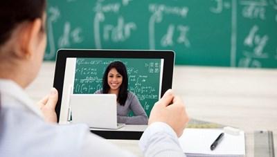 Tràn lan lớp học online tự phát: 'Thầy' nào nộp thuế, 'thầy' nào lờ đi?