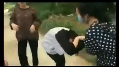 Nữ sinh 'dùng MBH đánh, bắt bạn quỳ' ở Thanh Hóa bị tạm đình chỉ học 1 tuần