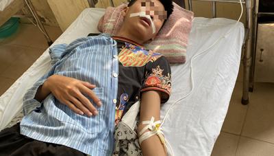 Hà Nội: 3 học sinh lớp 11 bị đánh hội đồng phải nhập viện