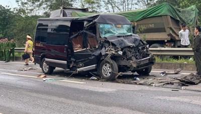 Vụ Limousine va chạm Container trên cao tốc Nội Bài - Lào Cai: Nữ cán bộ Tỉnh ủy Yên Bái tử vong