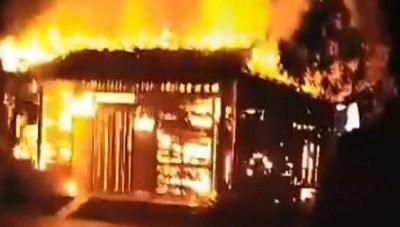 Chồng đốt bình xăng xe máy, vợ may mắn thoát chết khỏi biển lửa