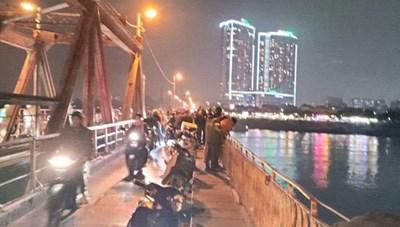 Một phụ nữ tự tử tại cầu Long Biên, để lại giấy siêu âm thai 6 tuần tuổi